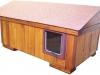 """bouda """"L"""", s předsíňkou, nízkou sedlovou střechou se šindelovým pásem a výklopnými dvířky, pro 1 kočku, cena 3000,-Kč"""